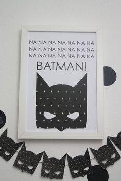 SELBER MACHEN  Welches Kind träumt nicht einmal im Leben davon, so toll wie Batman zu sein! Hol dir Batman in dein Zimmer mit diesem wunderschönen Print.  In einem einfachen schlichten Bilderrahmen macht das...