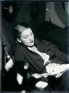 Man Ray, Lee Miller Reading, 1930