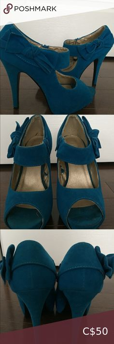 Size These blue suede feel platform heels are perfect for dressing up and showing out! Worn once in excellent condition. Just some peeling on the inside. Bow on side and zipper fastener. Heels are 4 inches. Plus Fashion, Fashion Tips, Fashion Trends, Blue Suede, Platforms, Kitten Heels, Peep Toe, Dress Up, Bow