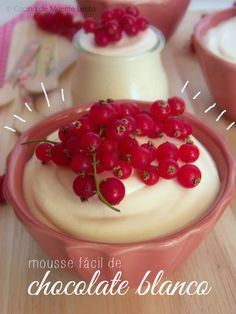 Mousse de chocolate blanco - Pecados de Reposteria Mini Desserts, Sweet Desserts, Mini Dessert Shooters, Sweet Cakes, Something Sweet, Lemon Curd, Baked Goods, Chocolate Cake, Baking Recipes