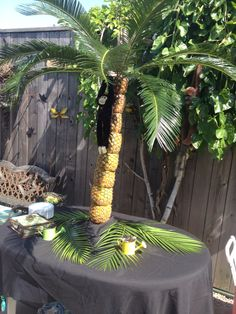 Scondys Palm tree table Centrepiece 40th Party Ideas, Tree Table, Table Centerpieces, Palm Trees, Deco, Plants, Palm Plants, Centerpieces, Center Table Decorations