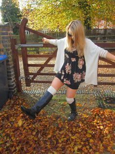 Steph, also known as the British Beauty Blagger, galivanting in the Hanbury Shrug in natural in the countryside