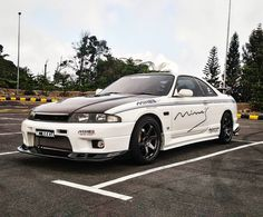 Nissan Skyline GT-R R33 http://amzn.to/2rRzuzL