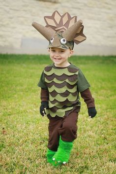 9 Dinosaur Halloween Costumes for Every Age - Brit + Co Dinosaur Halloween Costume, T Rex Costume, Classic Halloween Costumes, Dinosaur Party, Dinosaur Costumes For Kids, Dinasour Costume, Holidays Halloween, Halloween Kids, Halloween Themes