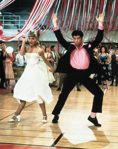 John Travolta and Olivia Newton-John in Grease - Cinema Series Aesthetic Movies, Aesthetic Images, Aesthetic Vintage, Aesthetic Photo, 80s Aesthetic, Iconic Movies, Old Movies, Grease Movie, Grease Dance