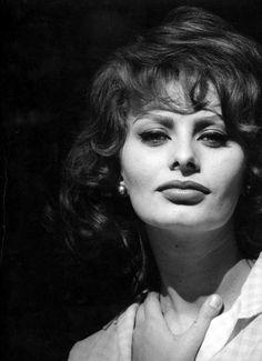 Sophia Loren Sun, Neptune, and Venus in Virgo