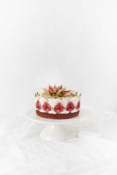 Last night I had a crazy idea for a cake, so I made it! Pistachio & almond…