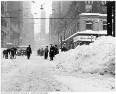 The time Toronto was buried under half a metre of snow. 1944 I believe Toronto City, Toronto Canada, Canada 150, Downtown Toronto, Vintage Photographs, Vintage Photos, Toronto Photos, Old Photos, Night Life
