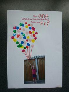 Knutsel voor #oma. Foto met #ballonnen gemaakt van #vingerafdrukken #missknutsel