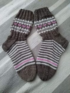 Image gallery – Page 469500329900027838 – Artofit Fair Isle Knitting, Knitting Socks, Boot Toppers, Winter Socks, Knit Boots, Boot Cuffs, Baby Knitting Patterns, Knit Crochet, Slippers