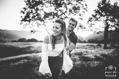 A gente ama gente feliz!  Por Junior Alm  Noivinhos Flor de Lis  Adri e Mauro