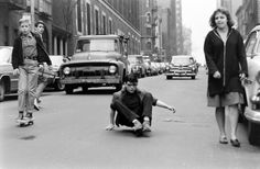 Skateboarding in den Straßen von New York in den 1960ern ~ Interweb3000
