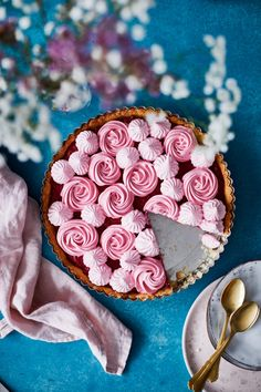 Vadelma-marenkipiirakka | Maku Birthday Cake, Birthday Ideas, Cookies, Baking, Vegetables, Sweet, Desserts, Food, Tarts