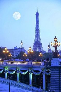 A nice, grand and great photo of the #EiffelTower in the beauty City of #ParisFrance