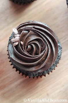Perfect Chocolate Espresso Cupcakes | VanillaAndBean.com #valentines #recipe