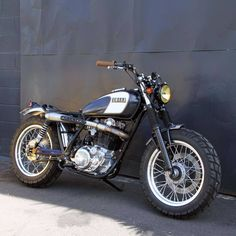 Yamaha Cafe Racer, Honda Scrambler, Scrambler Custom, Moto Cafe, Yamaha Motorcycles, Scrambler Motorcycle, Cars And Motorcycles, Yamaha Sr400, Triumph Bikes