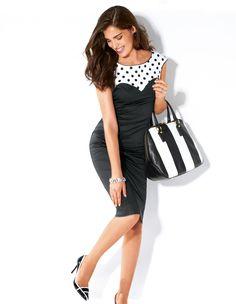 Kleid mit Kontrasteffekt. Zum stilbetonten Eyecatcher wird das Fashionkleid durch die Tupfenpartie im oberen Bereich.
