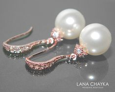 Elegant and classy! Earrings are about inch ( 3 cm) long from top of earring wire to bottom. Prom Jewelry, Rose Gold Jewelry, Bridal Jewelry Sets, Wedding Jewelry, Gold Wedding, Pearl Jewelry, Wedding White, Pearl Earrings Wedding, Bridesmaid Earrings