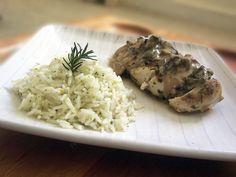 Peito de frango ao funghi e arroz com ervas