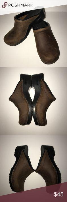 Brown distressed leather dansko mule clogs 9/10. Fantastic condition. Dansko Shoes Mules & Clogs