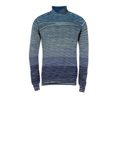 Woolen turtleneck with shaded stripe. Regular fit.