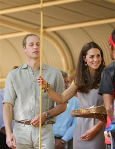 The Duke and Duchess of Cambridge, Prince William and Catherine arrive at Ayres Rock Airport, Yulara, Northern Territory. The royal couple w...