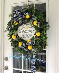 Rose Gold: Learn how to use this color in decoration in 60 examples - Home Fashion Trend Front Door Decor, Wreaths For Front Door, Front Porch, Easter Wreaths, Christmas Wreaths, Fall Wreaths, Mesh Wreaths, Lemon Wreath, Buxus