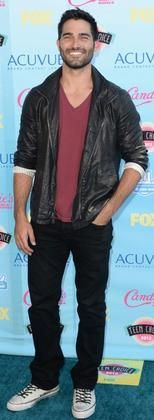 BONANZA: TYLER HOECHLIN SLIP ON HIS BLACK LEATHER JACKET, MEN'S LEATHER JACKET Buy Now $149.99 Find at Faearch
