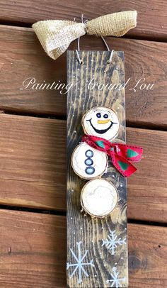 Super cute wood slice snowman! Made from real logs found out in nature. You can find this item in my #etsy shop: Wood Slice Snowman Sign - Christmas Decor - Winter Decoration - Snowman Sign - Free Shipping #homedecor #christmas #snowmanwallsign #christmasdecoration #christmassign #woodslicedecor