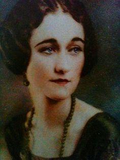 Portrait of Wallis Warfield Spencer by Lou Goodale Bigelow, Coronado, California, 1919.