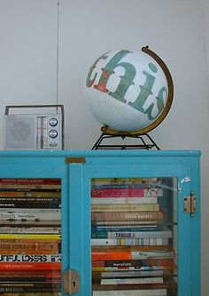 Lovely bookshelf, globe and old radio... want it all