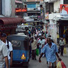 Le grand bazar de Pettah a à Colombo est le lieu idéal pour s'imprégner de l'atmosphère de Colombo, entre rues bondées et conversations à bâtons rompus. À ne pas manquer pour faire le plein de souvenirs.