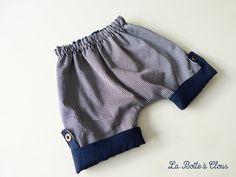 tutoriel couture bébé garçon Baby Outfits, Short Bebe, Look Short, Diy Vetement, Baby Couture, Baby Pants, Baby Sewing, Kids Fashion, Gym Shorts Womens