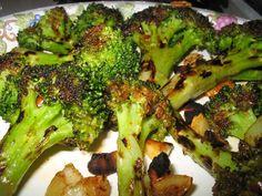 GrillReceptek Grilled Broccoli, Spicy, Grilling, Plates, Vegetables, Food, Favorite Recipes, Licence Plates, Dishes