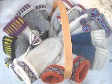 Syltara's Noorse Sok: Irish Dream pattern by DROPS designSocks & Stockings handmade.Socks, knitted s Yarn Crafts, Diy And Crafts, Textiles, Knitting Socks, Knit Socks, Diy Tutorial, Mittens, Baby Car Seats, Gloves