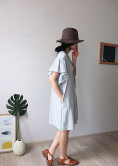 Linen/cotton a-line dress with ruffle sleeves by Metaformose