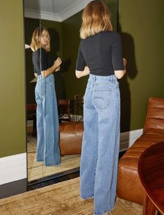 Wanted : un jean flare taille haute ! (photo Brooke Testoni) Wanted: high-waisted flare jeans! (Brooke Testoni picture) The post Wanted: high-waisted flare jeans! (Brooke Testoni picture) appeared first on Katherine Levine. Mode Outfits, Casual Outfits, Fashion Outfits, Fashion Trends, Jeans Fashion, Fashion Tips, High Waisted Flares, Denim Flares, Outfit Essentials