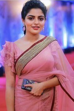 21 Half Saree Color Combinations That You Didn't Think of Designer Blouse Images That Will Blow Your Mind Check out 17 amazing blouse models that you can wear with any saree and be a show Trendy Full Neck Blouse Designs of This Simple Blouse Designs, Saree Blouse Neck Designs, Stylish Blouse Design, Latest Blouse Designs, Indian Blouse Designs, Kerala Saree Blouse Designs, Saree Blouse Patterns, Mary Janes, Designer Blouse Patterns