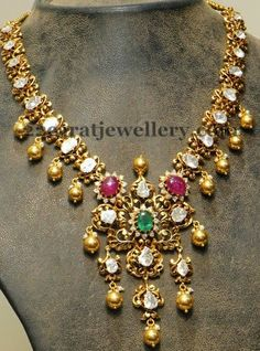 Jewellery Designs: Faceted Diamonds Highlighted Necklace
