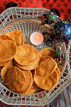 Thattai - Fried Indian Savory Snack - Cookilicious - Thattai is an authentic & traditional South Indian crispy dry snack made using rice flour. It can be made on festive occasions like Diwali & Thanksgiving.