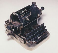 The Oliver Antique Typewriter 1896 Vintage Antiques, Vintage Items, Writing Machine, Antique Typewriter, Tape Recorder, Vintage Typewriters, Decoration, The Past, Writing