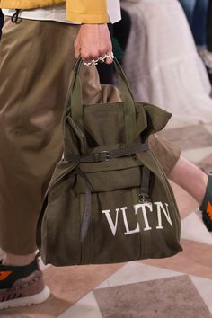 Valentino Spring 2018 Men's Fashion Show Details