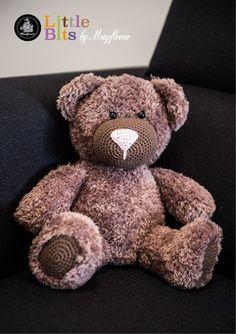 Hækleopskrift på Bjørnen Buller - en bamse i Mayflower Fake Fur Crochet Teddy, Crochet Bear, Crochet For Kids, Crochet Children, Fake Fur, May Flowers, Chrochet, Teddy Bear, Knitting