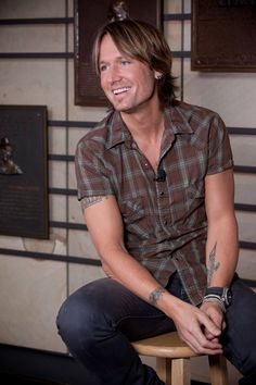 40 Best Celebrity Tattoos And Their Meanings Keith Urban's Phoenix Tattoo + Meaning Country Music Artists, Country Singers, Best Celebrity Tattoos, Celebrity News, Gorgeous Men, Beautiful People, Pretty People, Famous Celebrities, Celebs