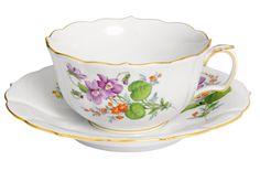 "Tea c & s, Shape ""Neuer Ausschnitt"", Vintage Flowerpainting 2, Veilchen, gold rim, V 0,20 l"