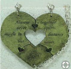5a0c1575a15e ... best friend necklace by cloudbb. Ver más. 3 Amigos