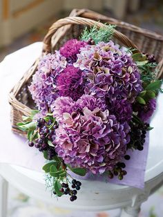 http://www.the-wedding.jp/flower/features/trendbouquet_150721/purple/5/