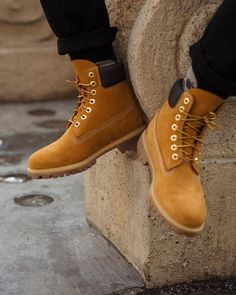 #TheOriginalYellowBoot - Sitting at the intersection of classic cool and modern style 🙌 #timberlandcollective Timberland Stiefel Outfit, Tims Boots, Timberland 6 Inch, Yellow Boots, Timberlands, Hot Shoes, Sneaker Boots, Fashion Boots, Footwear