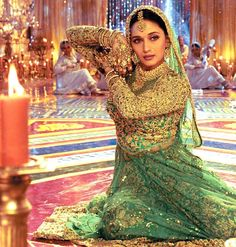 Indian Hand Jewellery worn by Madhuri dixit in Devdas Madhuri Dixit, Bollywood Stars, Bollywood Fashion, Bollywood Actress, Bollywood Heroine, Bollywood Cinema, Bollywood Jewelry, Sanjay Leela Bhansali, We Movie