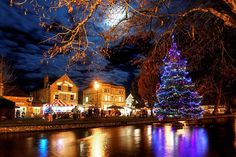 Christmas in Bourton-on-the-Water Bourton On The Water, English Christmas, Country Scenes, British Isles, Best Cities, Small Towns, Great Britain, Wonders Of The World, United Kingdom